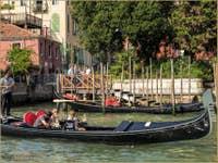 Gondoles sur le Grand Canal de Venise à l'Accademia