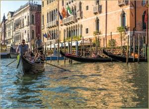 Gondole du Traghetto de Santa Sofia, dans le Cannaregio à Venise.