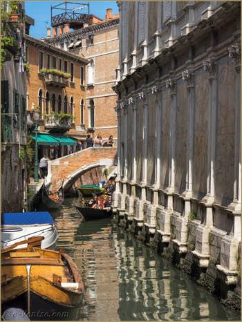 Rio et église dei Miracoli  devant le pont Santa Maria Nova, dans le Cannaregio à Venise.