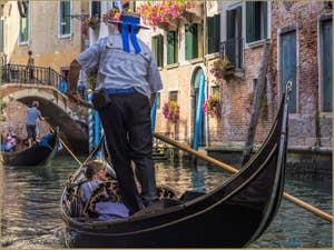 Gondoles Rio de la Canonica à Saint-Marc à Venise.