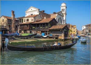 Gondole devant le Squero de San Trovaso, dans le Dorsoduro à Venise.