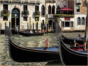 Gondoles sur le Grand Canal de Venise devant le palazzo Civran, dans le Cannaregio.