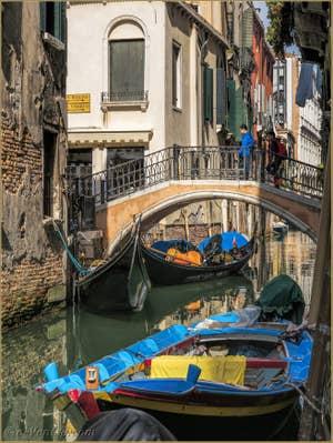 Gondoles Rio due Torri Santa Maria Mater Domini, à Santa Croce à Venise.