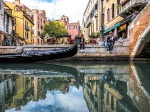 Gondole sur le Rio dei Miracoli à Venise, dans le Cannaregio à Venise.