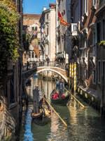 Gondoles sur le Rio Borgoloco à Venise