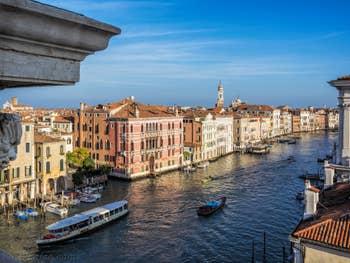 Le Grand Canal et le Palazzo Fontana, dans le Cannaregio à Venise.