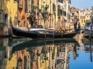 Gondole Rio de l'Acqua Dolce, dans le Cannaregio à Venise.
