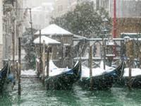 Neige et Gondoles à Santa Maria Zobenigo à Venise