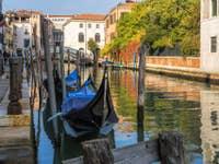 Gondoles sur le Rio San Lorenzo à Venise