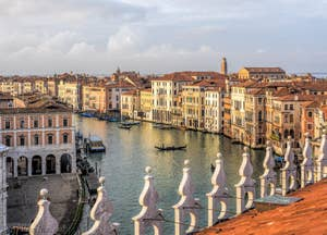 Le Grand Canal de Venise et l'Erbaria.