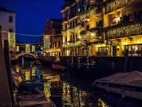 Reflets nocturnes sur le Rio San Vio à Venise