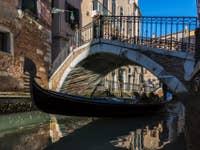Gondole sur le Rio de San Severo à Venise