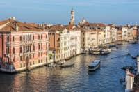 Le Grand Canal de Venise et le palazzo Fontana