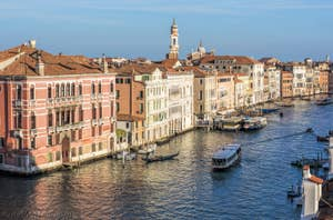 Le Grand Canal de Venise et le palazzo Fontana.