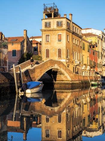 Le pont Briati le long du Rio dei Carmini, dans le Dorsoduro à Venise.
