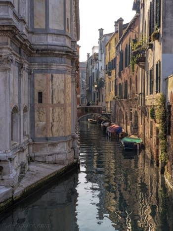 Lumière d'hiver sur le Rio dei Miracoli, dans le Cannaregio à Venise.