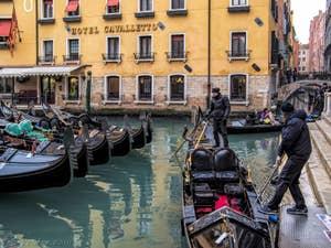 Les Gondoles du Bassin de l'Orseolo, à Saint-Marc à Venise.