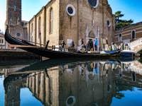 Reflets et Gondole aux Frari à Venise