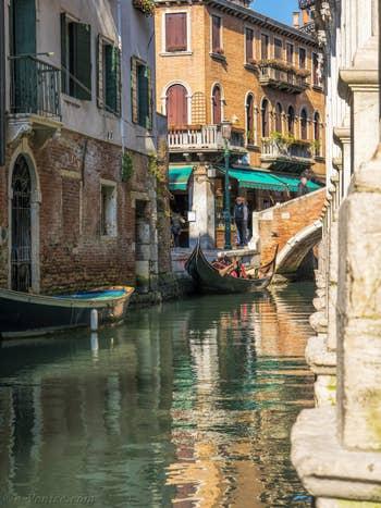 Gondole Rio dei Miracoli, dans le Cannaregio à Venise.