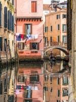 Gondole et Reflets Rio Santi Apostoli à Venise