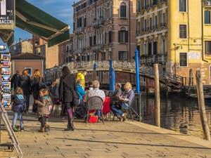 Fondamenta dei Ormesini et pont de Gheto Novo, dans le Cannaregio à Venise.