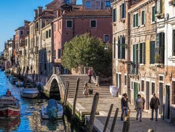 Fondamenta dei Mori le long du Rio de la Sensa, dans le Cannaregio à Venise.
