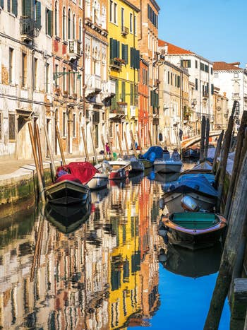 Reflets Rio de San Barnaba, dans le Dorsoduro à Venise.