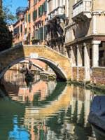 Gondole sur le Rio de Ca' Widmann à Venise