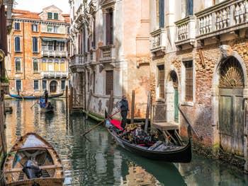 Gondoles Rio de Borgoloco, dans le Castello à Venise.