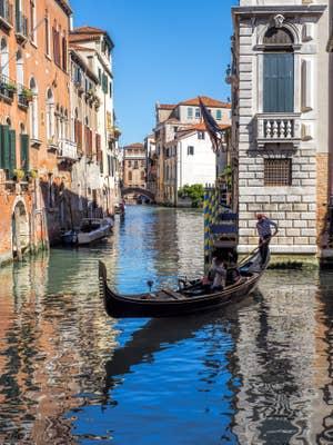 Gondole sur le Rio de Santa Marina, dans le Castello à Venise.