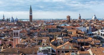 Venise vue du ciel : Les Campaniles et Toits de Venise.