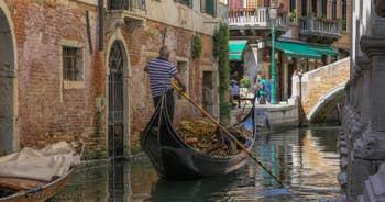 Gondole sur le Rio dei Miracoli, dans le Cannaregio à Venise.