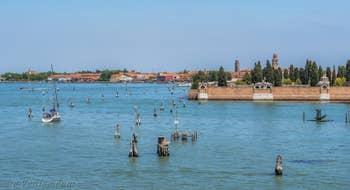 Les îles de Murano et de San Michele dans la lagune de Venise.