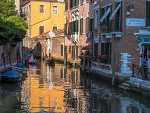 Gondoles Rio San Giacomo dall'Orio à Venise.