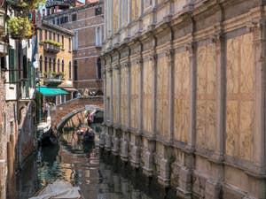 Gondoles Rio dei Miracoli, dans le Cannaregio à Venise.
