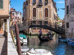 Gondole Pont dei Conzafelzi Tetta, dans le Castello à Venise.