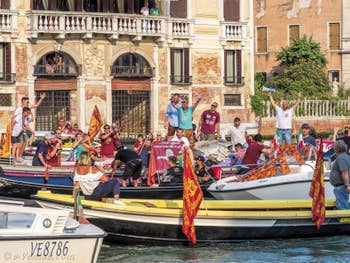 L'équipe de basket de Venise Championne d'Italie sur le Grand Canal de Venise.