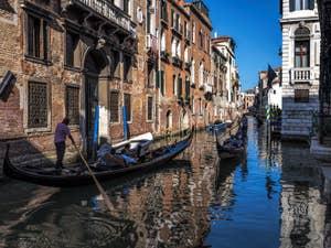 Gondoles Rio Santa Marina, dans le Cannaregio à Venise.