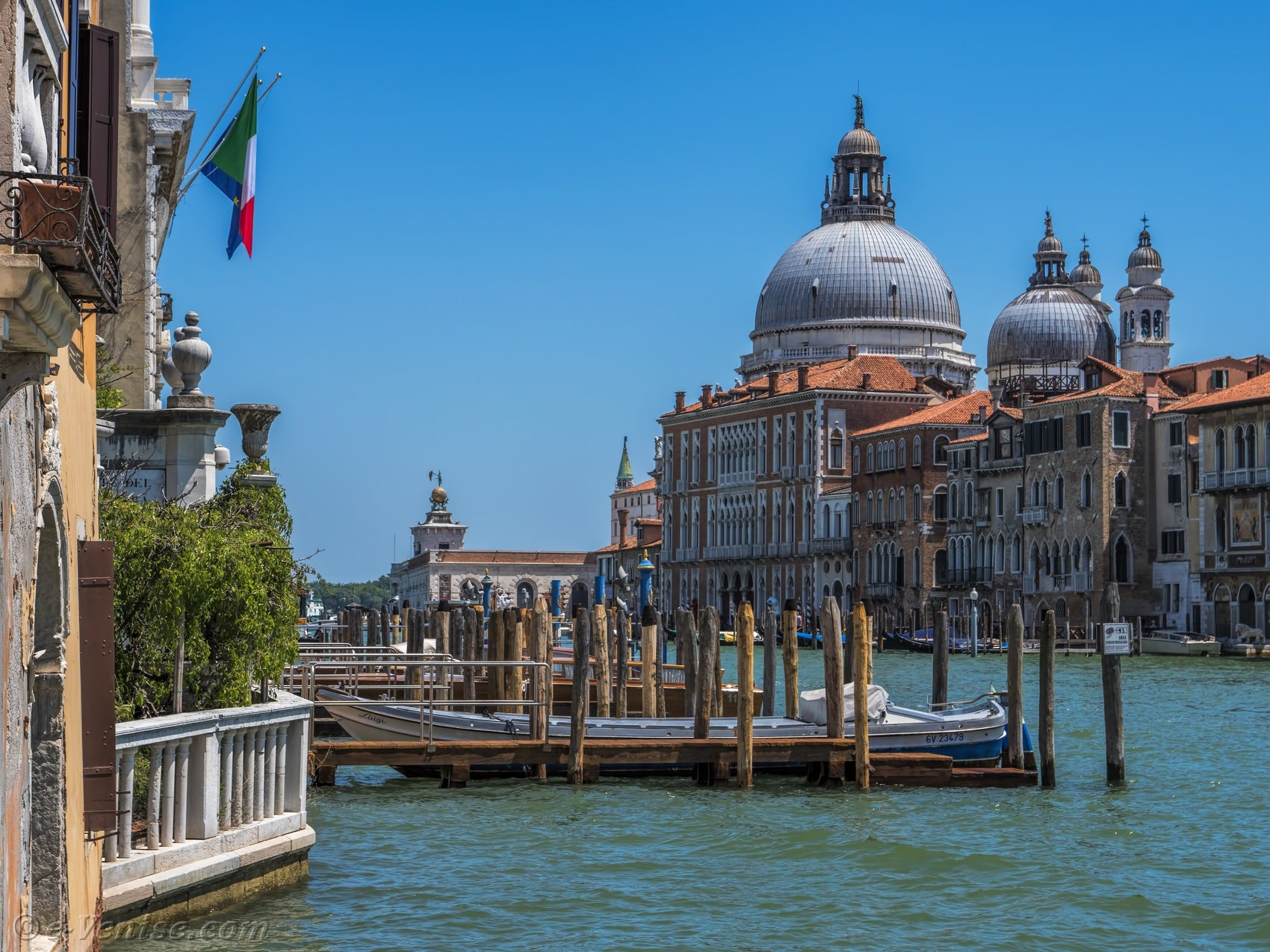 le grand canal et l 39 glise de la salute venise. Black Bedroom Furniture Sets. Home Design Ideas