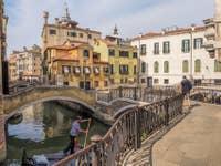Gondole devant le Campiello Querini Stampalia à Venise