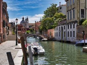 Le Rio et la Fondamenta dei Ognissanti, dans le Dorsoduro à Venise.