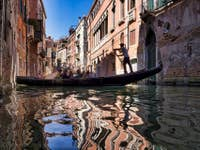 Gondole et Reflets Rio dei Barcaroli à Venise