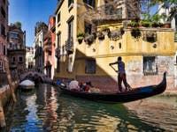 Gondoles Rio de San Provolo à Venise