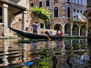 Sandolo Rio de Ca' Widmann, dans le Cannaregio à Venise.