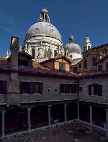 L'Abbazia San Gregorio et la Madonna de la Salute, dans le Dorsoduro à Venise.