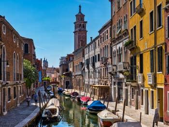 Rio de San Barnaba Fondamenta Gherardini, dans le Dorsoduro à Venise.