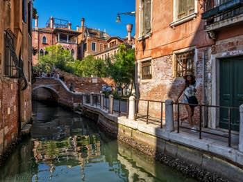 Le Campiello Barbaro, le palazzo Dario et le Rio de le Torreselle, dans le Dorsoduro à Venise.