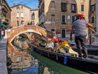 Gondole sur le Rio dei Miracoli à Venise