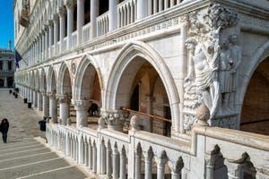Le Palais des Doges depuis le pont de la paille