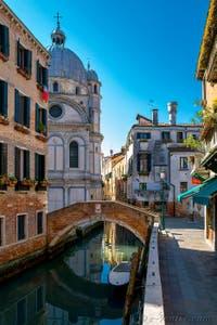 Coronavirus Covid-19 à Venise : le Rio et l'église Santa Maria dei Miracoli dans le Cannaregio